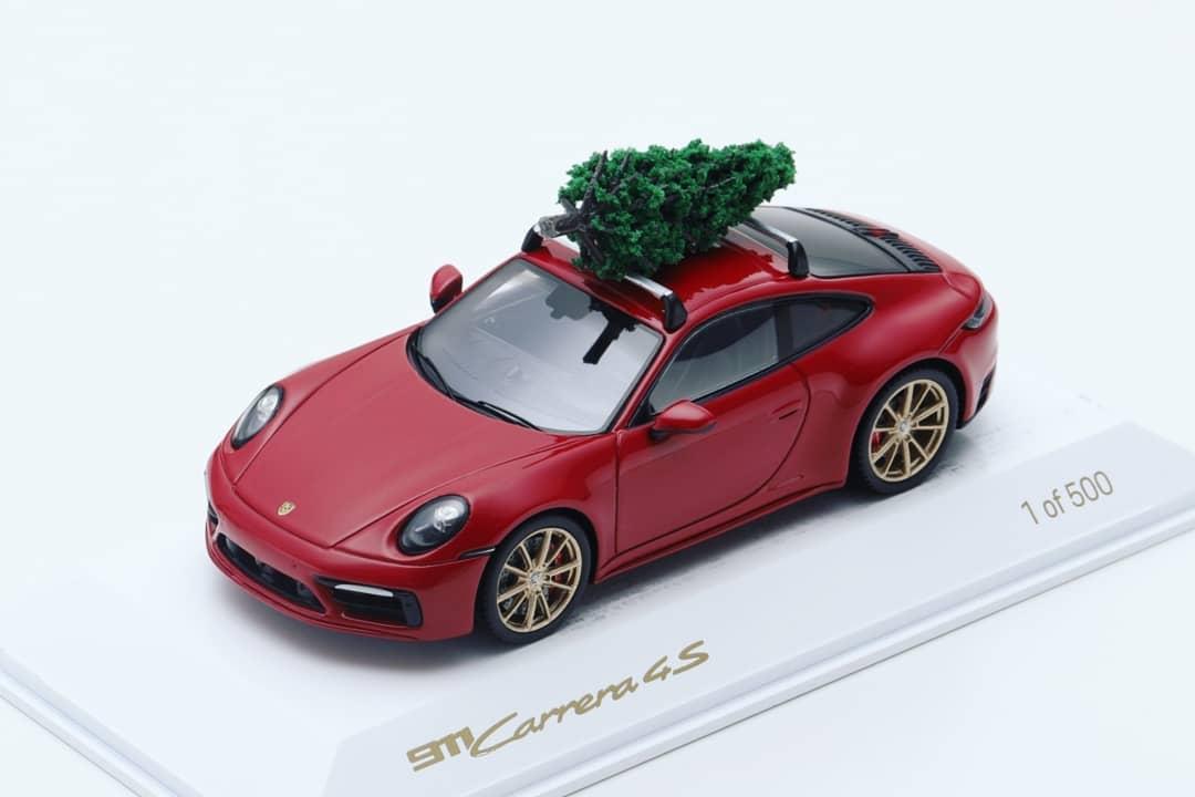 Porsche 911 carrera 4s 1:43 spark christmas special