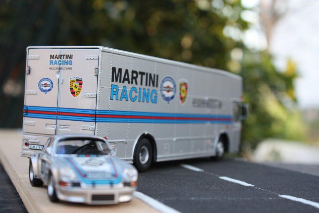 Mercedes transporter Schuco 1:43 porsche martini