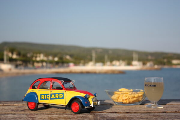 Citroën 2cv ricard 1:18 solido