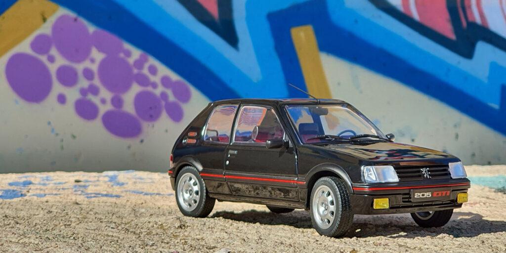 Bombinette des années 80 et star des youngtimers – Présentation de la Peugeot 205 GTI phase 2 par Solido au 1:18ème
