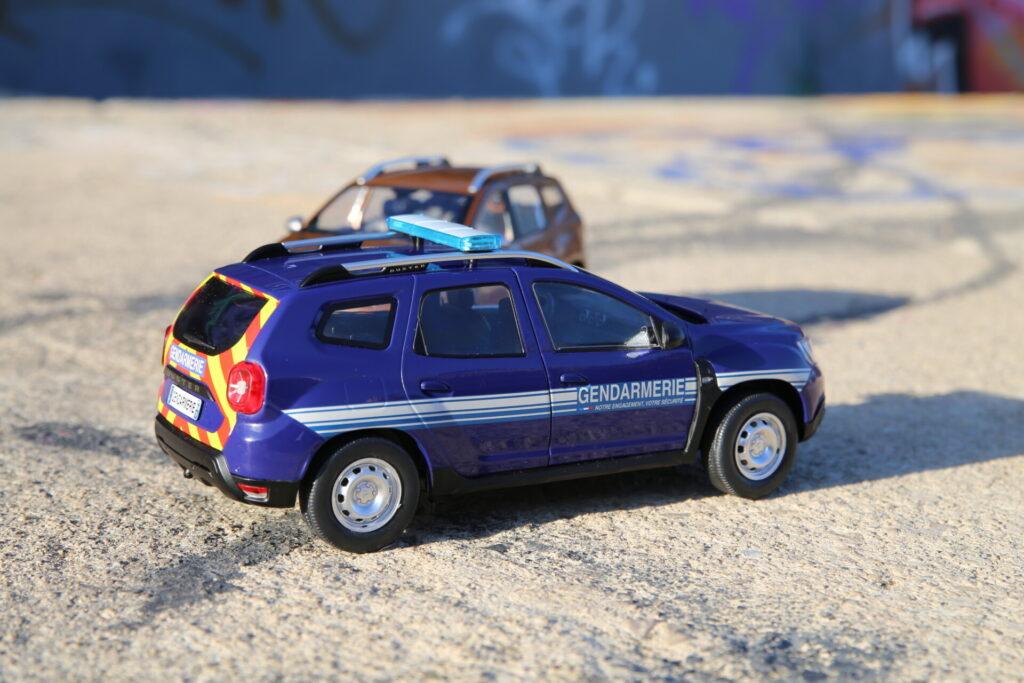 Dacia duster gendarmerie 1:18 solido