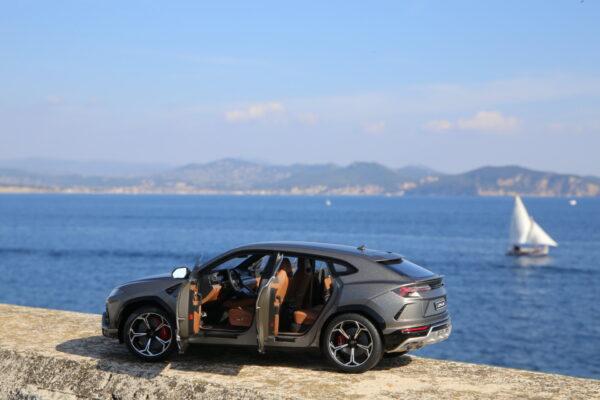 Lamborghini Urus autoart 1:18 grigio titans